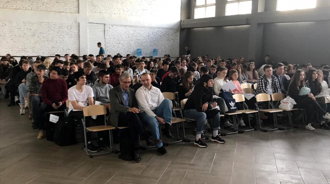 27 октября был организован слетдобровольцев-участниковпроекта «Некоммерческий сектор какпространство самореализации молодежи»по гранту Мэра Москвы.
