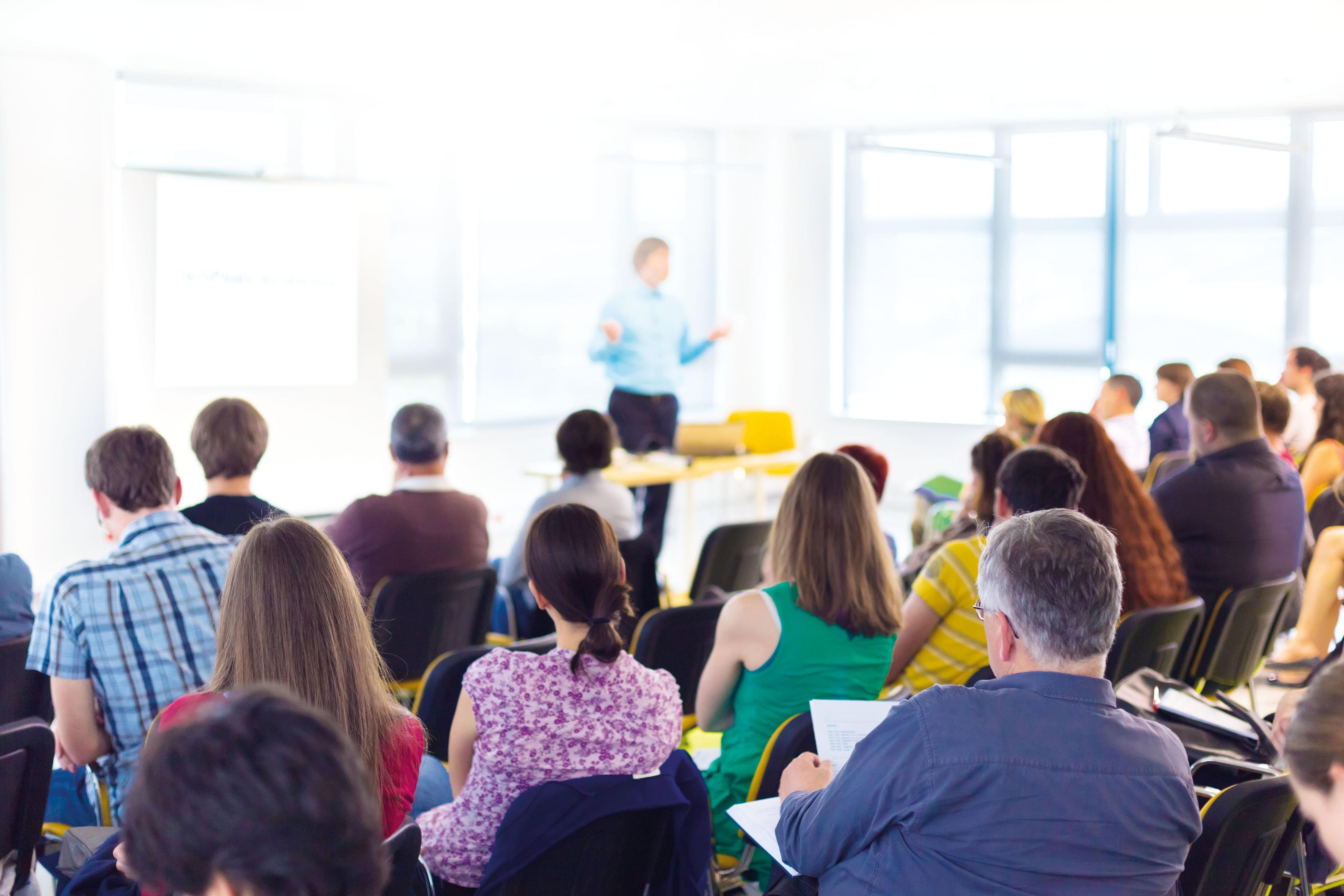 Фонд провел для Томской области семинар в дистанционном формате «Особенности работы с замещающими семьями, находящимися в кризисе и «немотивированными» замещающими родителями»